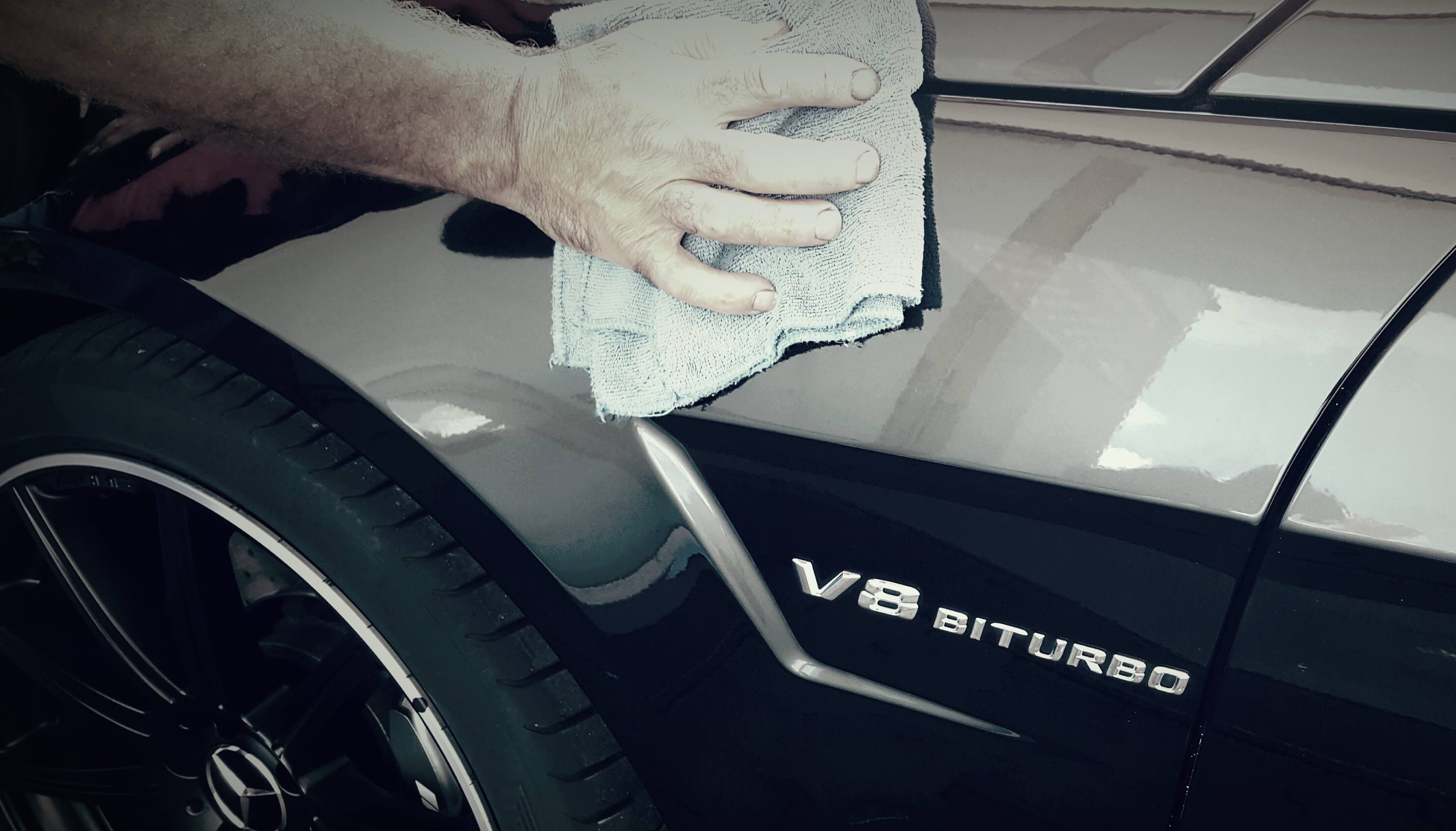 V8 Biturbo - Hand Politur